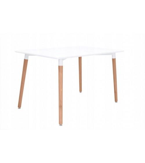 Moderní stůl s dřevěnými nohami