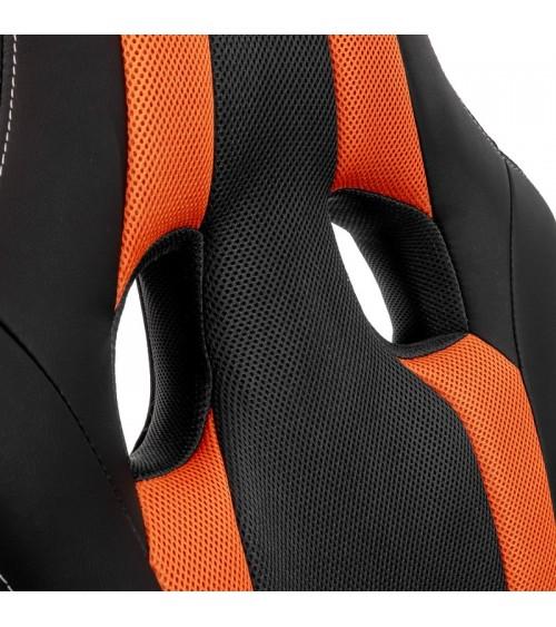 Černo-oranžová herní židle.