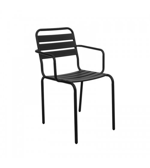 Černá zahradní židle se sedákem zajišťujícím cirkulaci vzduchu.