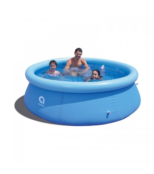 Zahradní bazén je atraktivním místem pro společnou zábavu nebo odpočinek v horkých dnech.