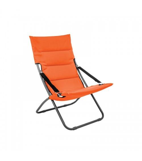 Oranžové plážové lehátko s pohodlným sedákem je skládací a proto je můžete snadno přepravit.