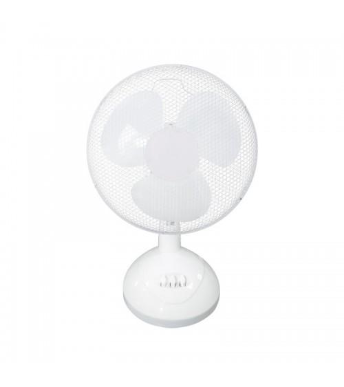 Stolní ventilátor dokonale ochlazuje vzduch v horkých dnech.