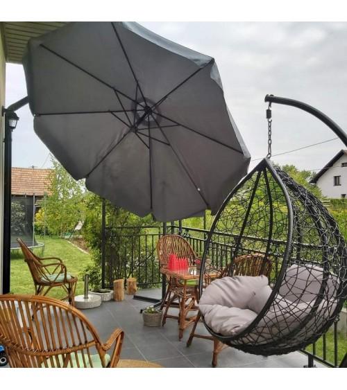 Grafitový zahradní slunečník vytvoří dokonalé zastínění v místě vaší relaxace.